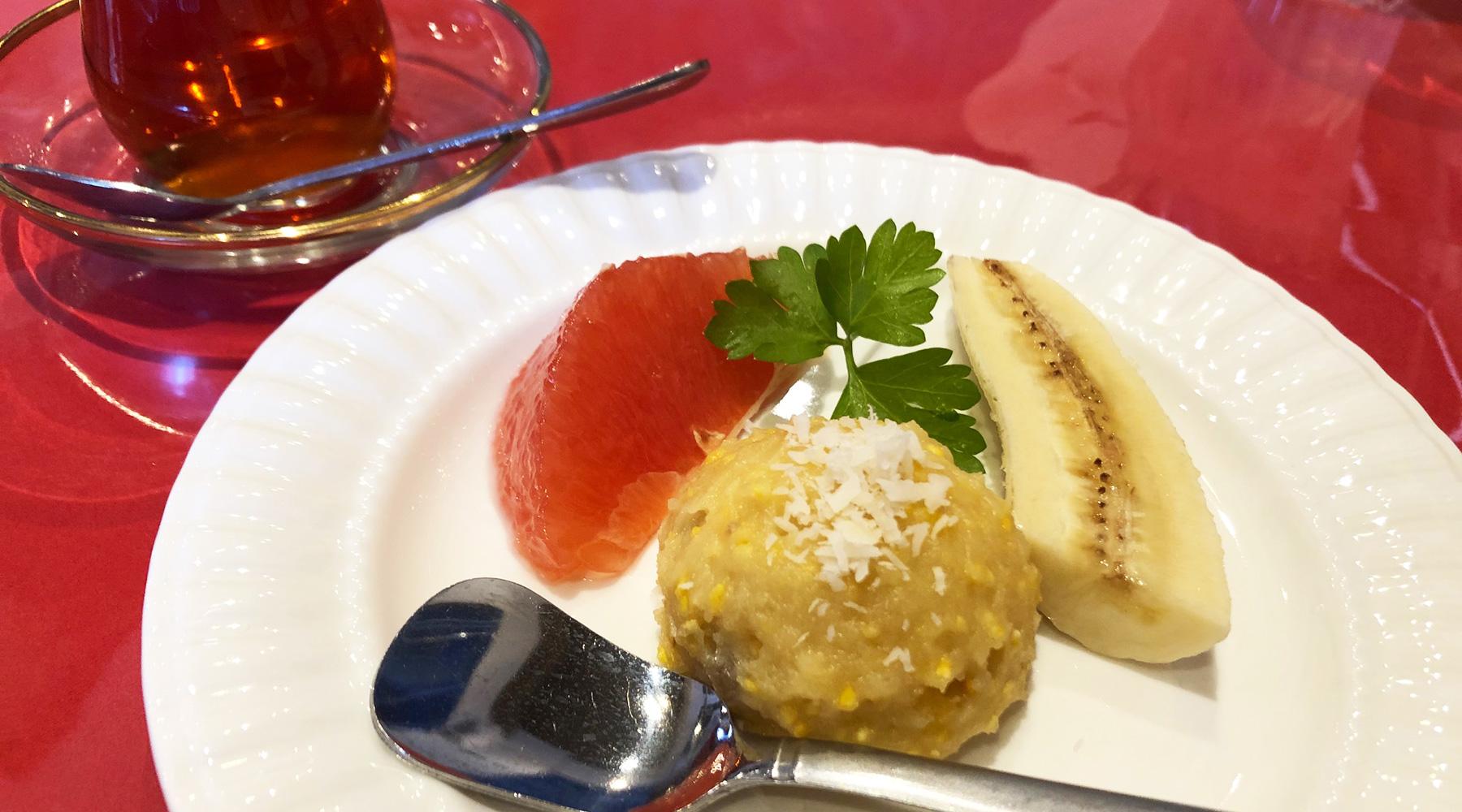 浦和のトルコ料理アセナのランチデザートとチャイ